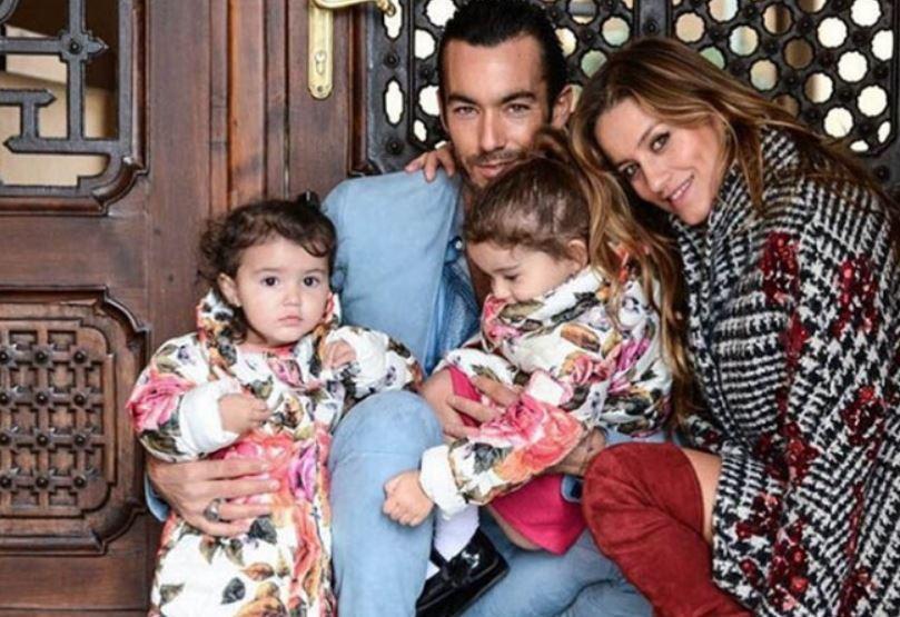 FAMILIA FELIZ. Lola, Aarón y sus dos princesas.