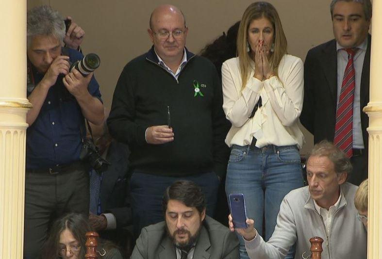 Los padres de Justina siguieron la aprobación del proyecto de ley desde el palco del Senado.